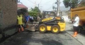 Dinas PU Normalisasi Drainase Jalan Masjid Syuhada Padang Bulan