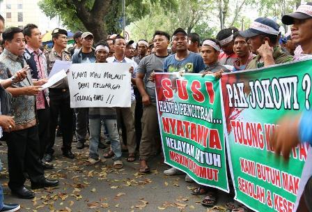 Nelayan: Bersihkan Trawl dari Laut Sumut