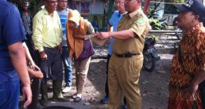 PU Medan Benahi Drainase Jalan Raya Menteng