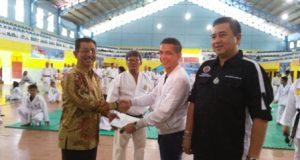 Pordibya Beri Sabuk Hitam Kehormatan kepada Wakil Walikota Tebing Tinggi