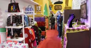 Medan Pamerkan Batik dan Songket Deli di Inacraft