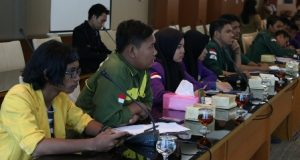 Teriakan Turunkan Harga Pertalite Warnai Rapat DPRD Sumut