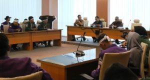 Kesal, Anggota DPRD Sumut Bentak Pendemo