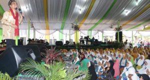 Ustadz Muhammad Nur Maulana pada peringatan Isra Mi'raj 1439 H yang digelar Pemko Medan, di Lapangan Merdeka Medan, Rabu (10/5).