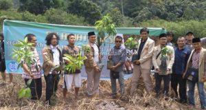 Aquafarm-Pemuda Muhammadiyah Lakukan Penghijauan Danau Toba