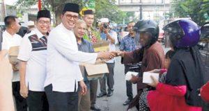 PDAM Tirtanadi Turun ke Jalan Berbagi Takjil