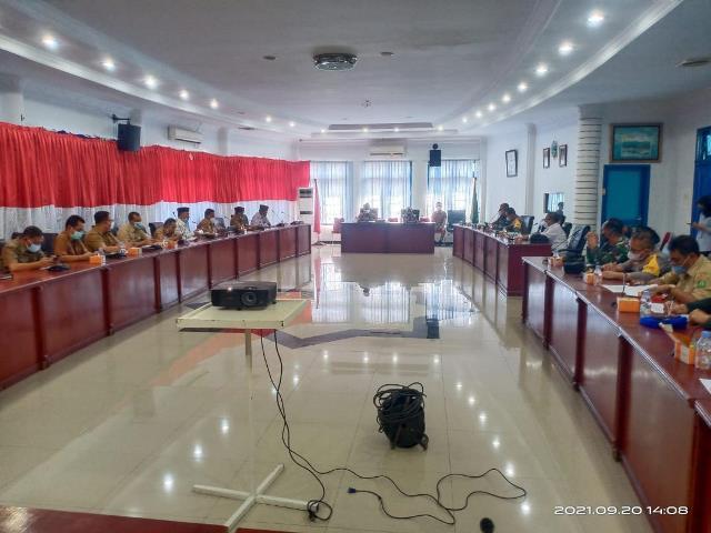 Pemerintah Kabupaten Madina menggelar rapat t bersama Forum Koordinasi Pimpinan Daerah (Forkopimda), di Aula Kantor Bupati, Senin (20/9).(Foto:LintasMedan/ist)