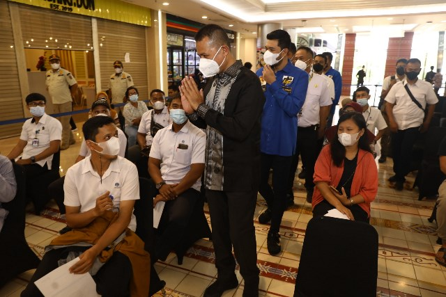 Wakil Gubernur Sumut Musa Rajekshah saat meninjau vaksinasi yang digelar KNPI Sumut, Rabu (13/10)