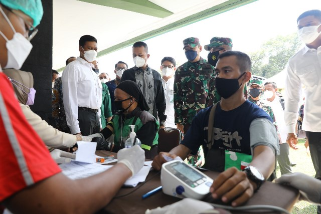 BPJamsostek bekerja sama dengan Kodim 0201/Medan menggelar vaksinasi di antaranya kepada pekerja dari serikat buruh.(Foto:LintasMedan/ist)